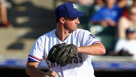 Roy Oswalt signed a one-year contract with the Rangers on Tuesday.